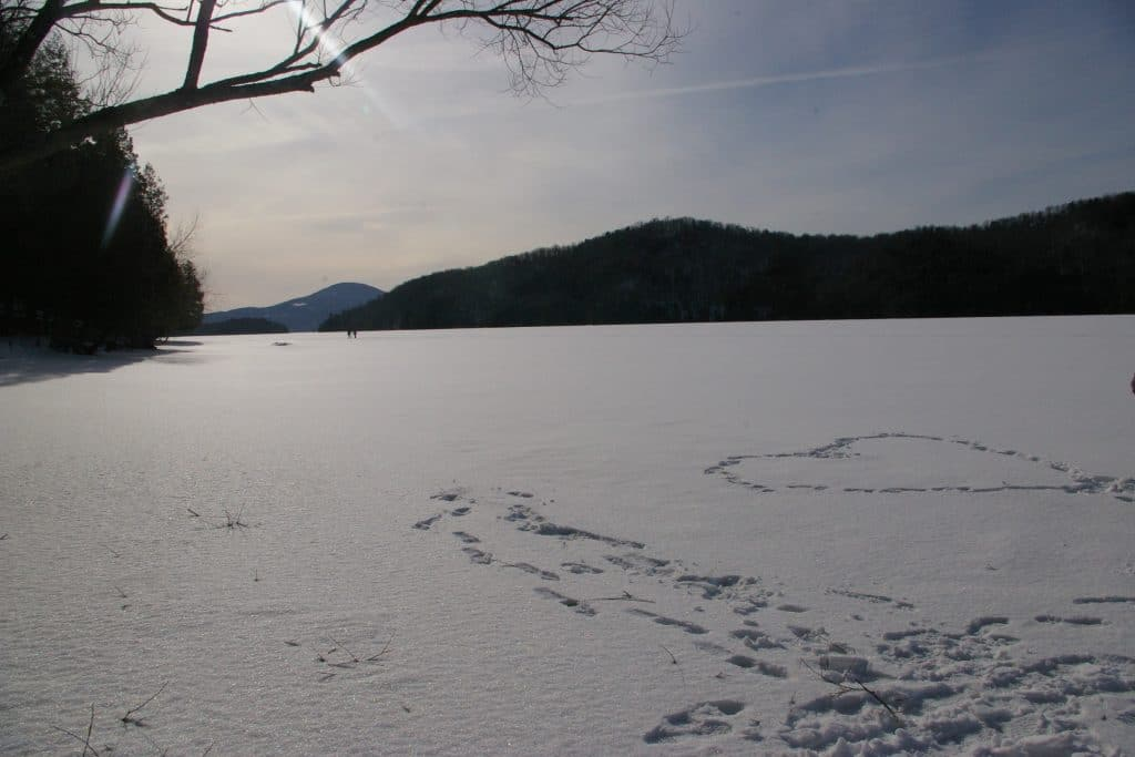 lac plein de neige au québec